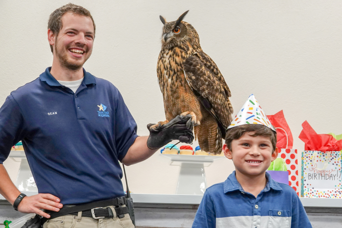 Aquarium birthday party with animal encounter